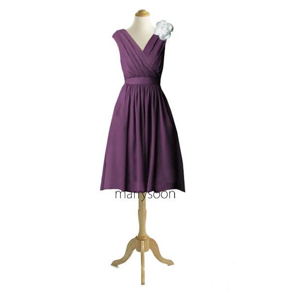 Aubergine Colored Chiffon Short V-neck Bridesmaid Dresses, Dark Purple Cap Sleeves Knee Length Bridesmaid Gown MD034